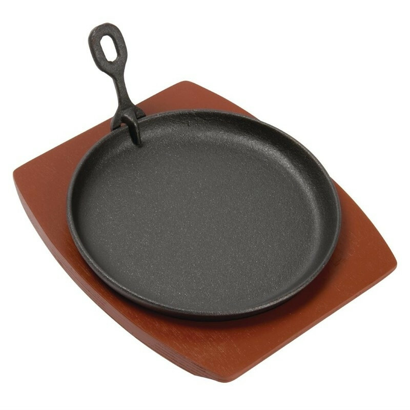 gietijzeren serveerpan op plank Ø 22 cm